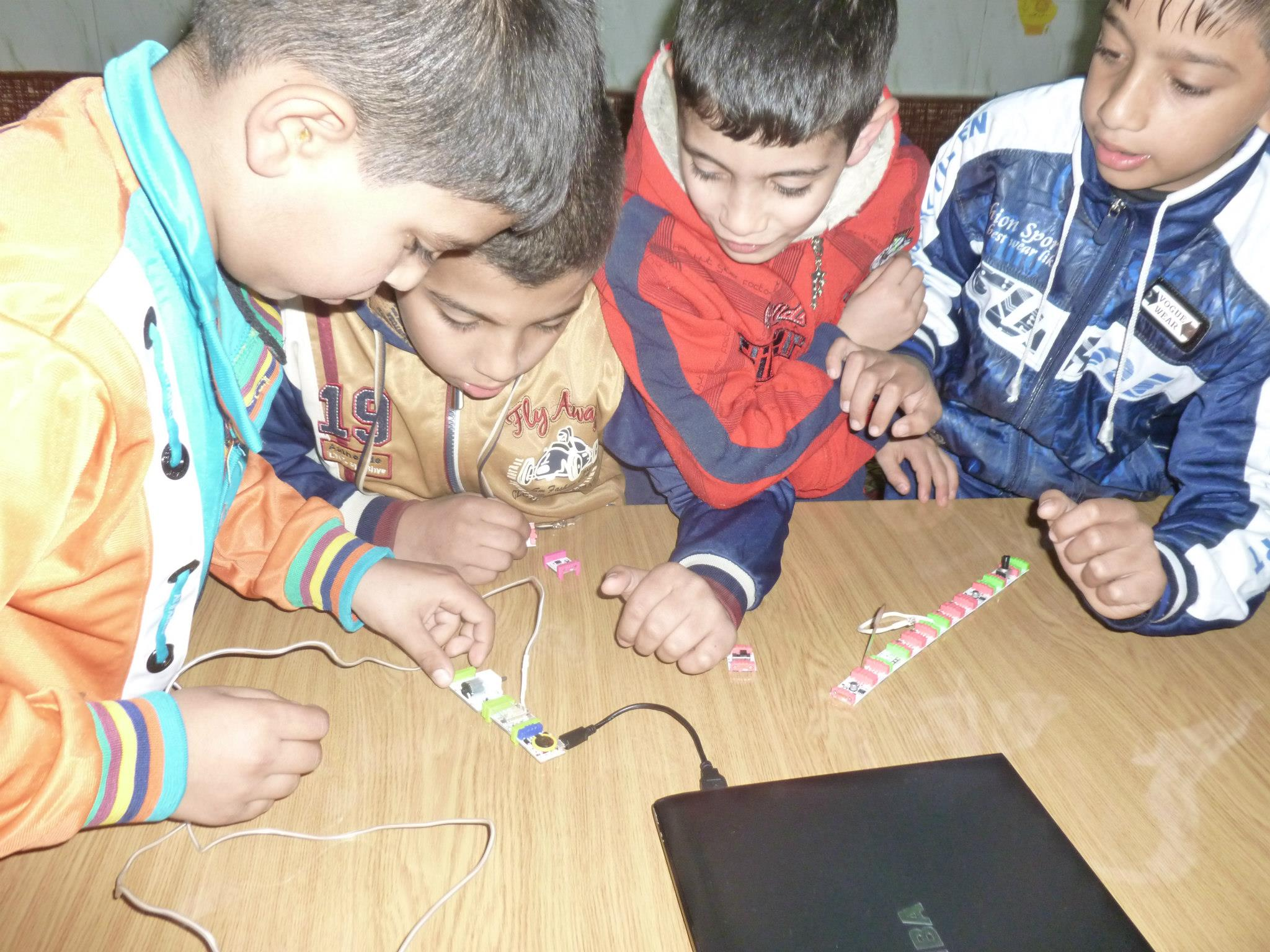littleBits attract